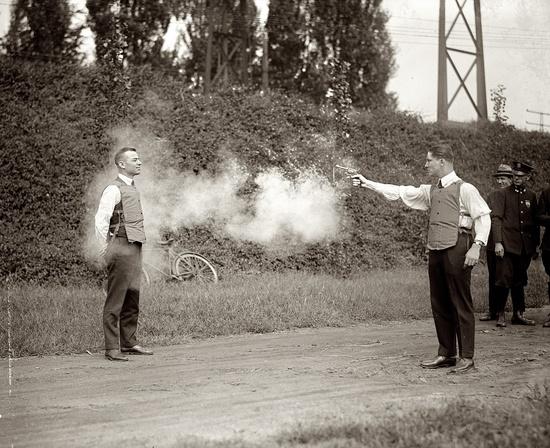 Primeras pruebas del chaleco anti-balas en 1923