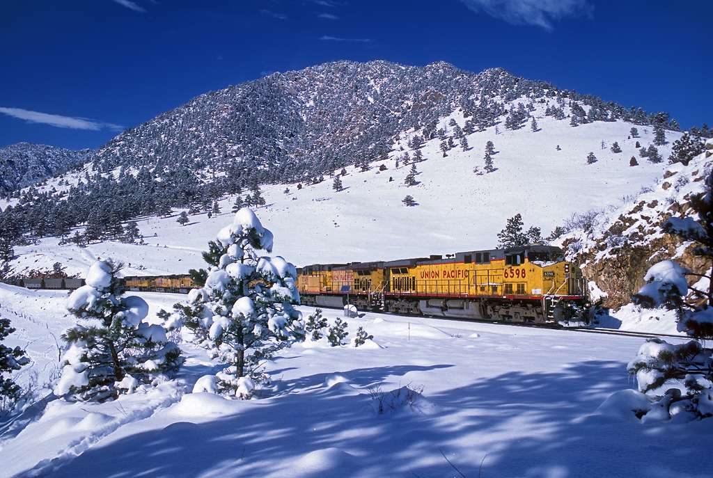 trains-snow-40