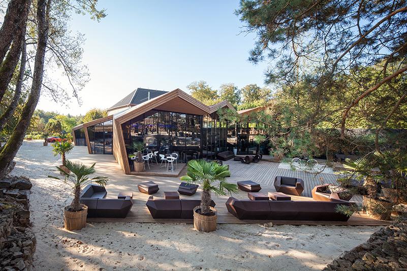 Boos Beach Club, Metaform architects, Luxemburgo. Inspirado en el origami