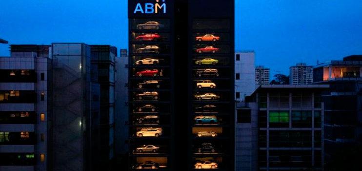 La gigantesca expendedora de coches de lujo