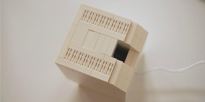 Un mini ordenador Macintosh hecho con piezas de LEGO