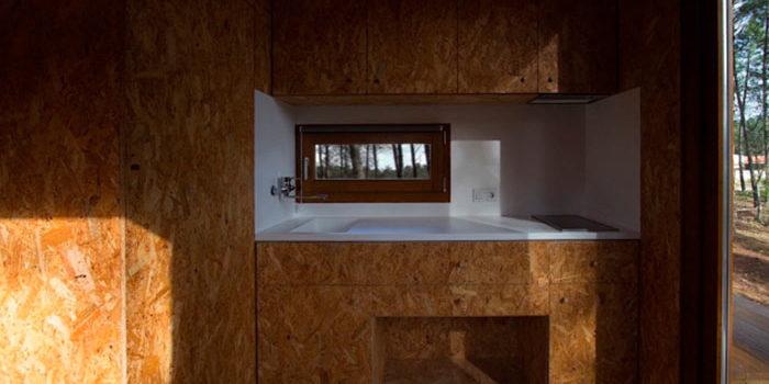 Ecocubo, refugio ecológico hecho de madera y corcho