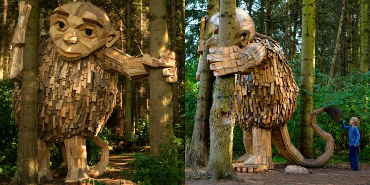 Un artista construye gigantes de madera reciclada en Copenhague.
