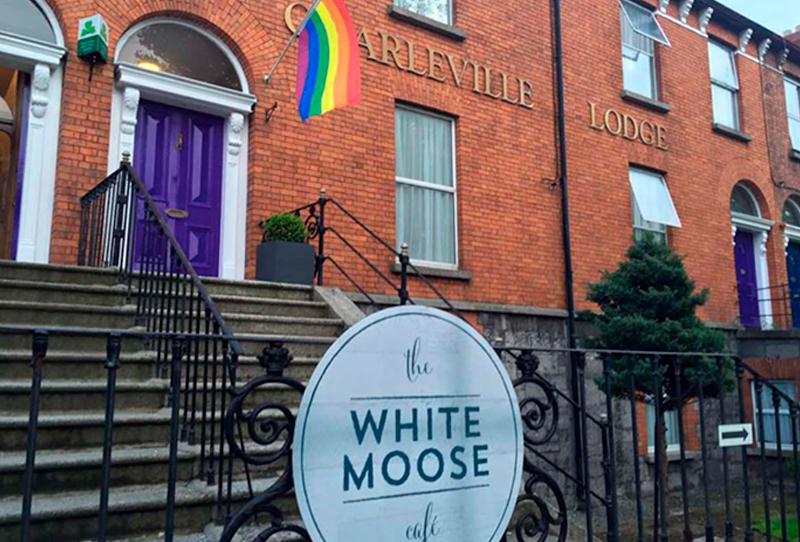 Charleville Lodge & White Moose Café