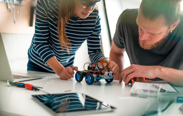 Makers creando