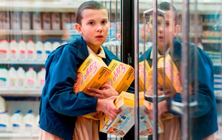 Eleven robando unos Eggo Waffles en el supermercado