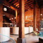 Cafetería cálida y colorista en el frío Helsinki #design #arquitectura