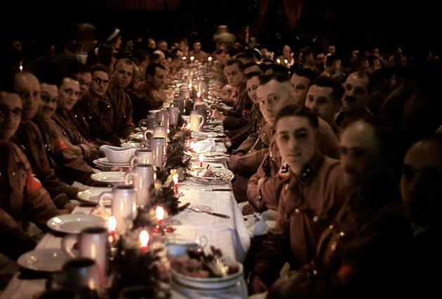 Los soldados de Hitler celebrando la navidad en 1941
