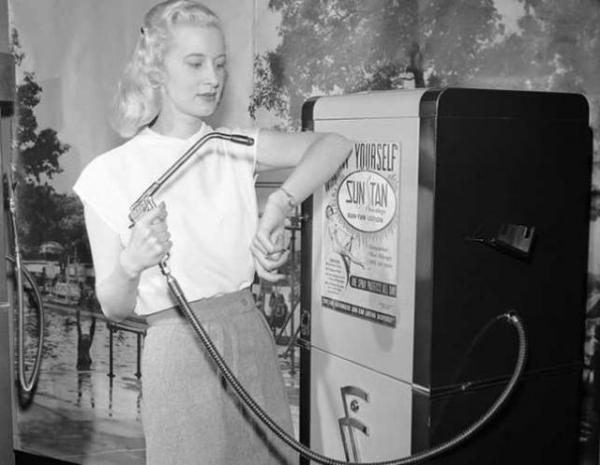 Máquina expendedora de crema solar en 1949.