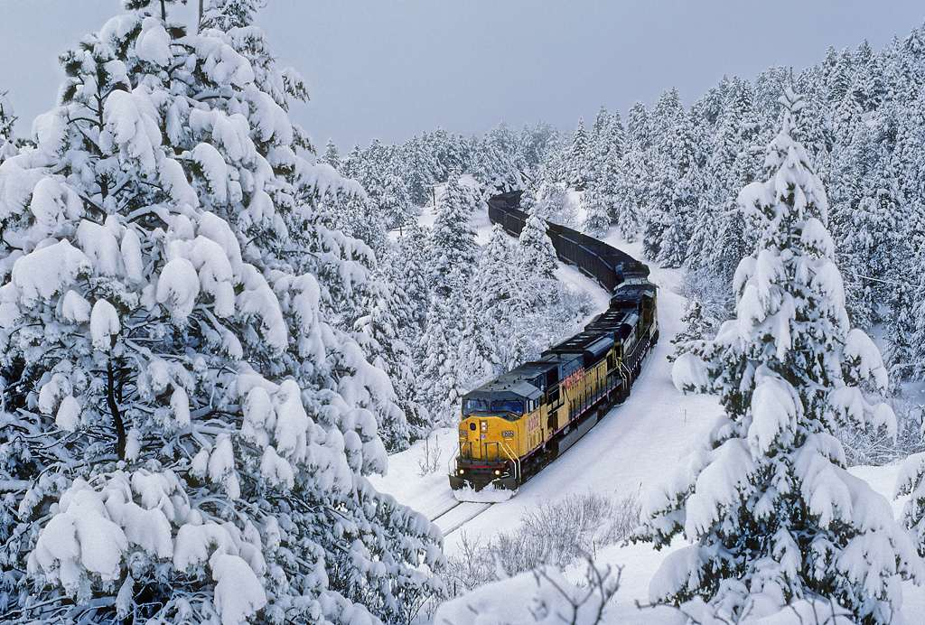 trains-snow-41