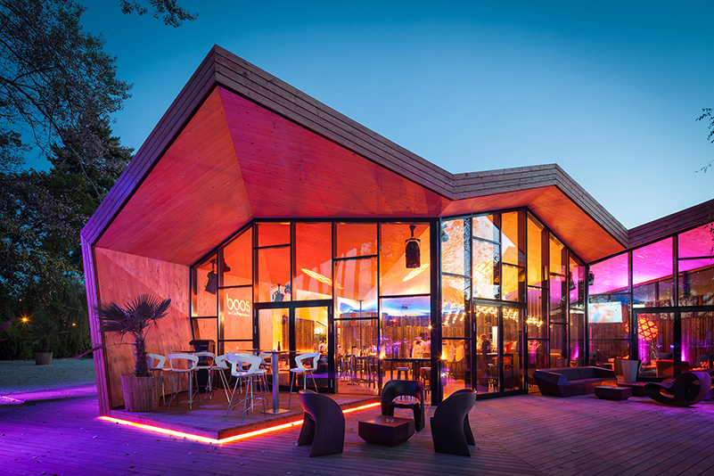 Boos Beach Club, Metaform architects, Luxemburgo. Inspirado en el origami