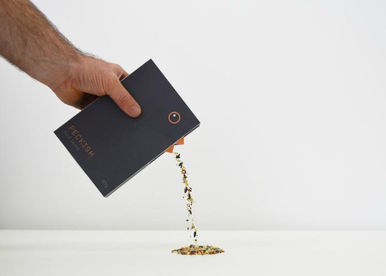 Este gracioso packaging para pienso de aves es un proyecto de Shohaib Iqbal
