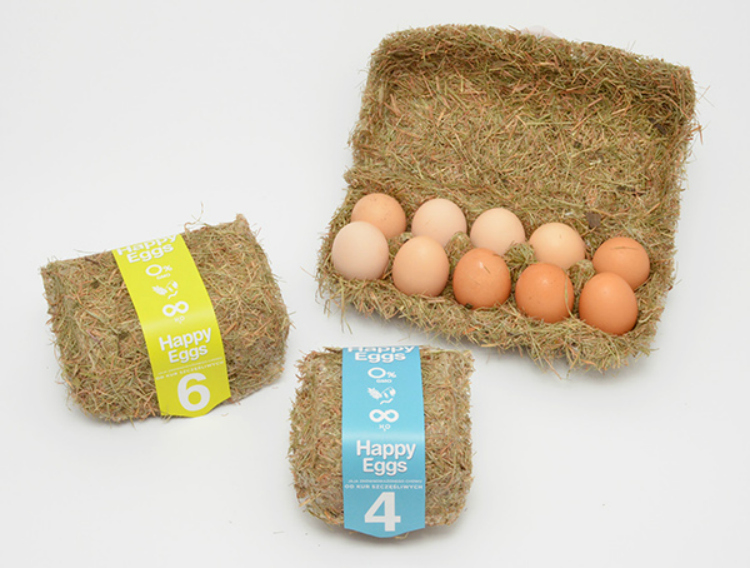 """Huevos felices"" en este packaging cubierto de paja. Por Maja Szczypek"