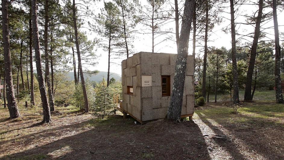 Ecocubo, un refugio ecológico hecho de madera y corcho