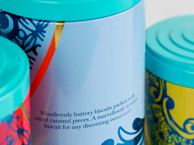 Packaging colorido de las galletas de Fortnum and Mason