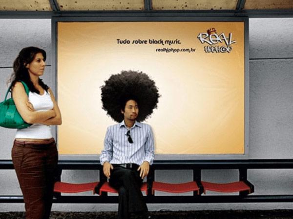 Creatividad en una parada de autobús.
