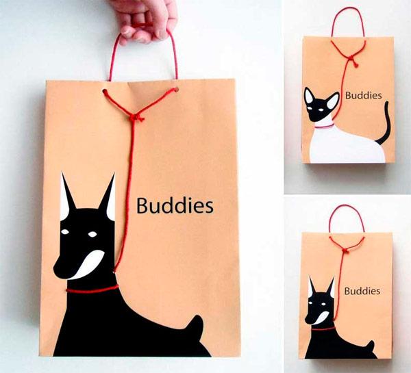 Original bolsa de una marca relacionada con las mascotas.