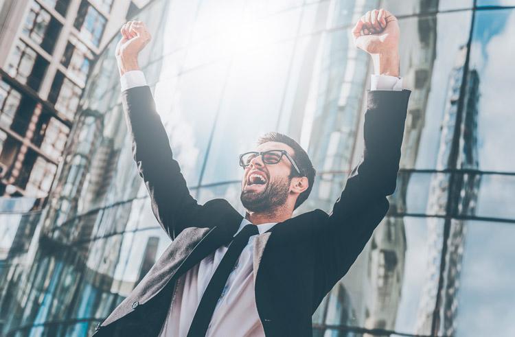 Trabajador con actitud positiva. Derecho a desconectar del trabajo.