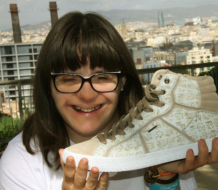 Anna Vives diseña linea zapatillas Geox