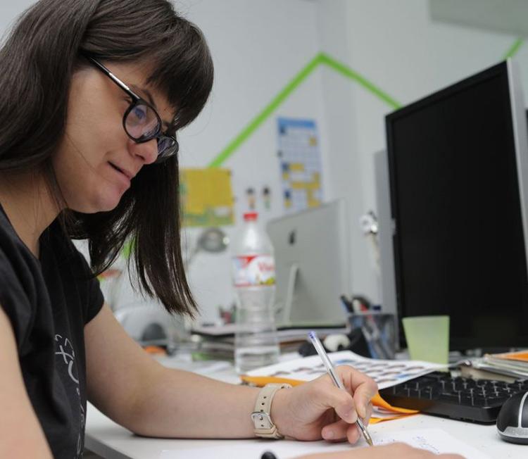 anna vives diseñando tipografia